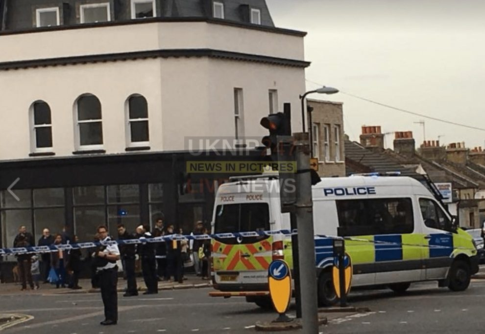 Police Seal Off Plumstead High Street Following Fight Three Police Officers Hurt